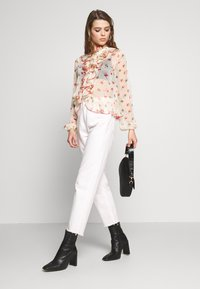 Lost Ink - RUFFLE FRONT PRINTED BLOUSE - Bluzka - multi - 1