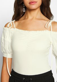 Lost Ink - OFF THE SHOULDER BODY - Bluzka - cream - 4