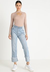 Lost Ink - FRONT CUT OUT - Trui - beige - 1