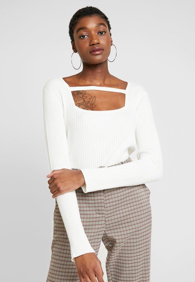 SQUARE NECK DETAIL JUMPER - Sweter - white