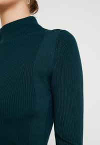 Lost Ink - CONTRAST ROLL NECK JUMPER - Jumper - dark green - 5