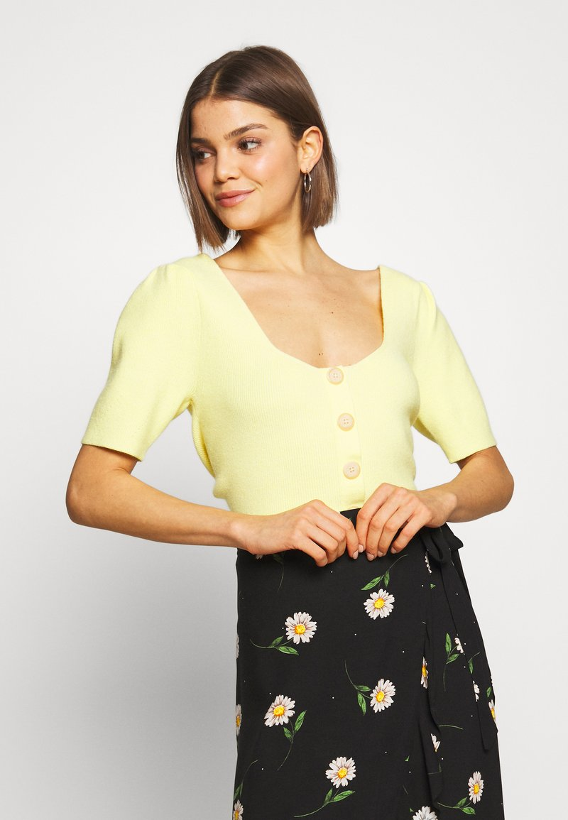Lost Ink - BUTTON FRONT KNITTED - T-shirts med print - yellow
