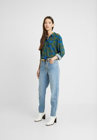 Lost Ink - VINTAGE MOM - Relaxed fit jeans - light denim - 1