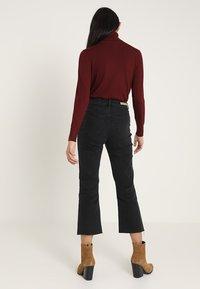 Lost Ink - Flared jeans - washed black - 3