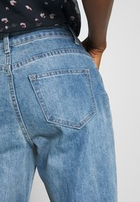 Lost Ink - TOMBOY POWDER WASH - Relaxed fit jeans - light denim - 3
