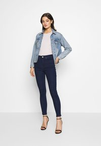 Lost Ink - SUPER HI WAIST PEONY - Jeans Skinny Fit - indigo - 1