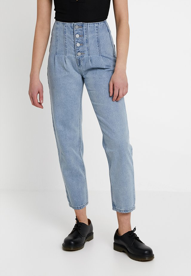 SUPER PLEAT SEAM DETAIL - Jeansy Straight Leg - light denim
