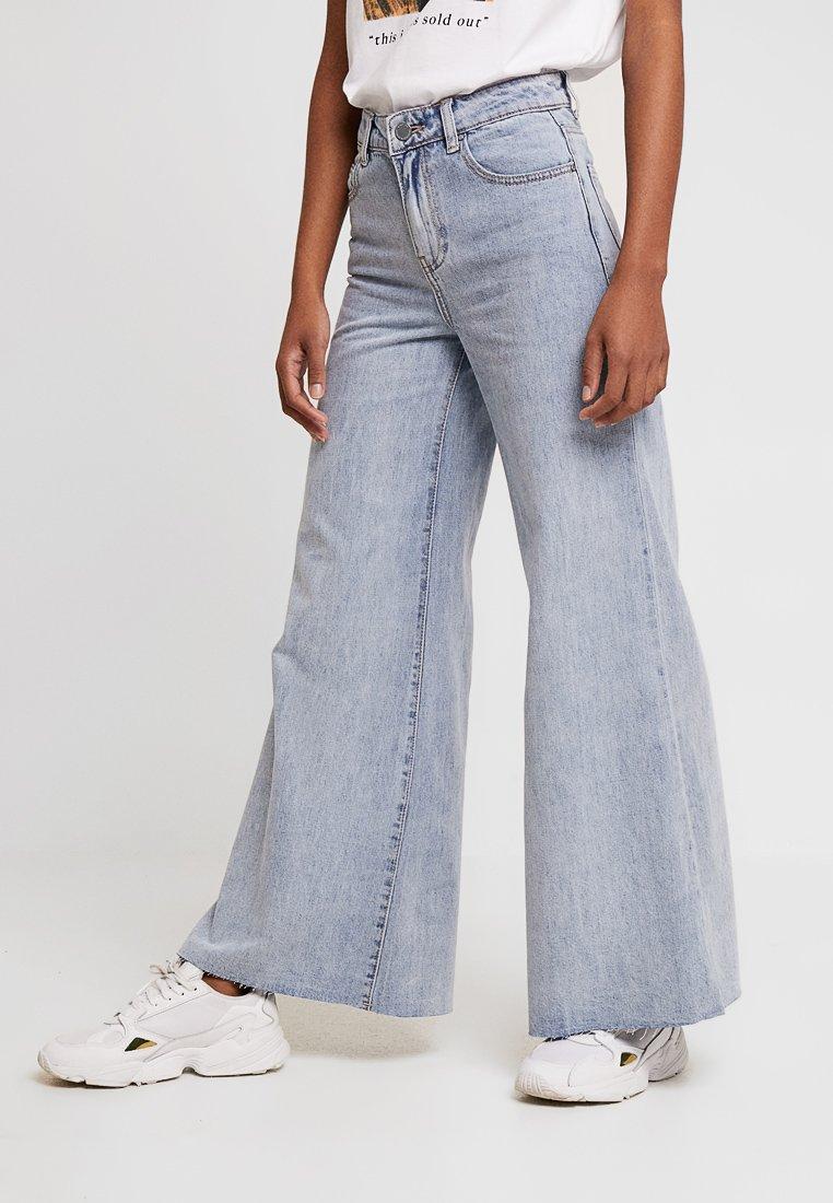 Lost Ink - FLOOD LEG  - Jeans Bootcut - light denim