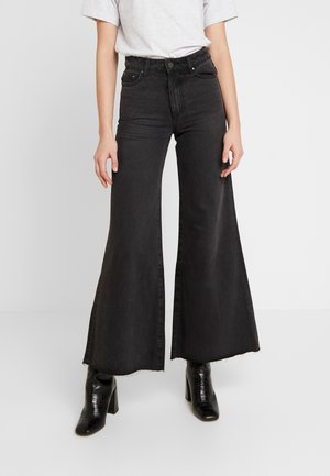 FLOOD LEG - Jeans a zampa - washed black