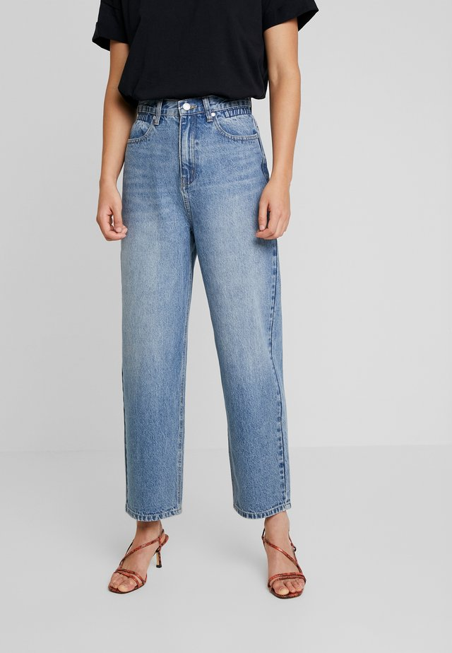 ELASTIC PAPERBAG WAIST LEG - Jeansy Straight Leg - mid denim