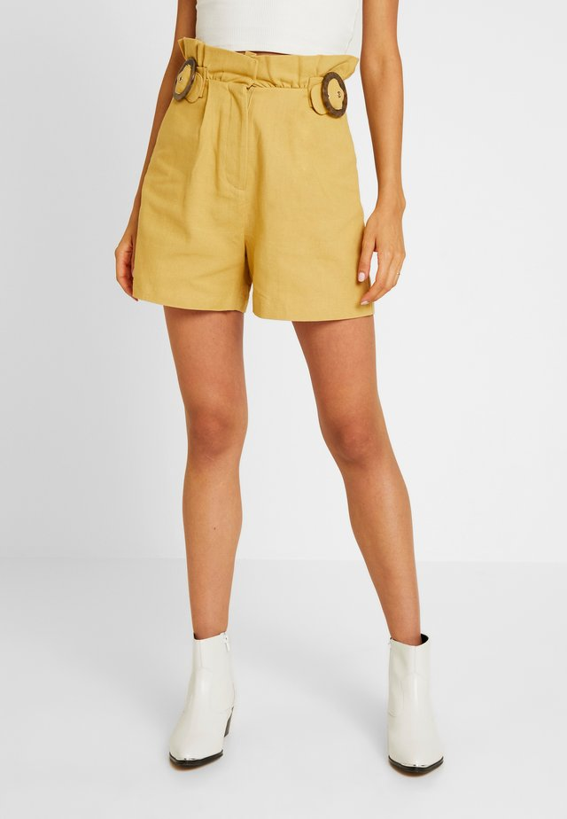 PAPERBAG WITH BUCKLE AT WAIST - Shorts - yellow