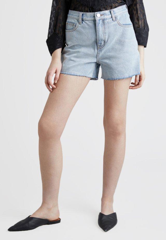 MOM - Jeans Shorts - light-blue denim