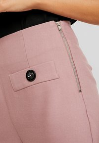 Lost Ink - WITH BUTTON TAB POCKET - Shorts - pink - 4