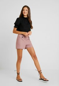 Lost Ink - WITH BUTTON TAB POCKET - Shorts - pink - 1