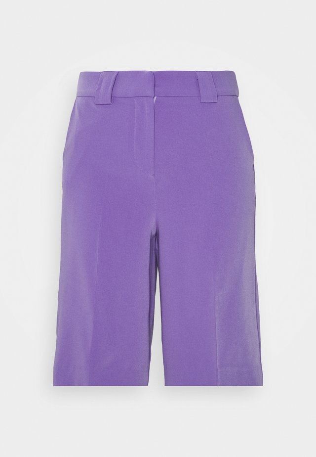 LONGLINE CITY SHORTS - Szorty - purple