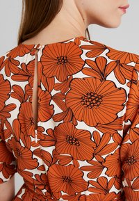 Lost Ink - WITH WIDE LEG IN FLORAL - Jumpsuit - multi orange - 4