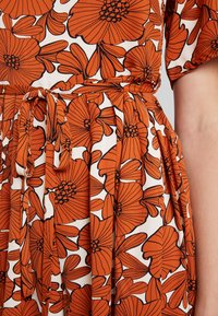 Lost Ink - WITH WIDE LEG IN FLORAL - Jumpsuit - multi orange - 6