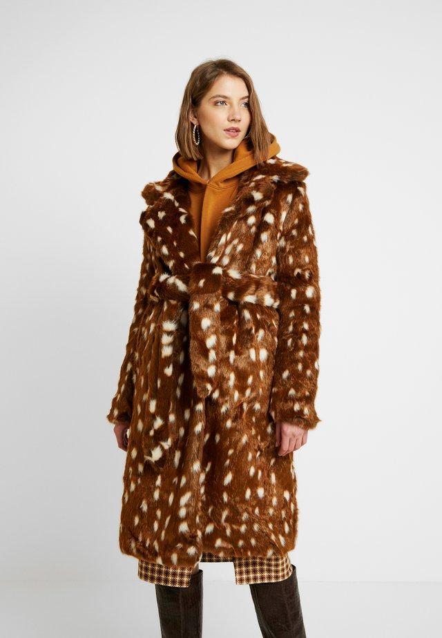 COAT IN DEER - Winter coat - brown