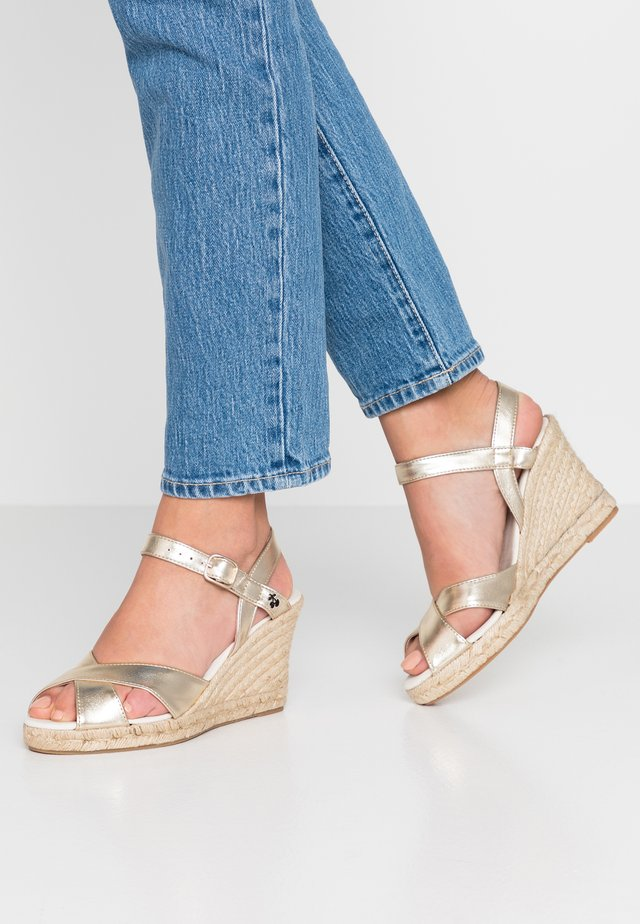GABY - Plateausandalette - gold