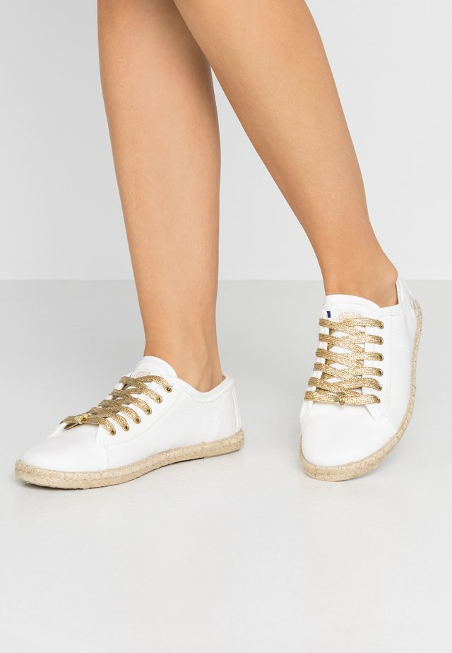 BASIC BEACH - Espadryle - cream