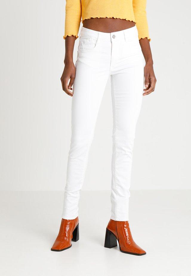 PULPHISL - Jeans Slim Fit - white