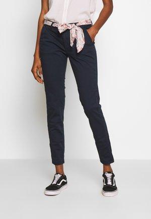LIDY - Pantalon classique - atlantic