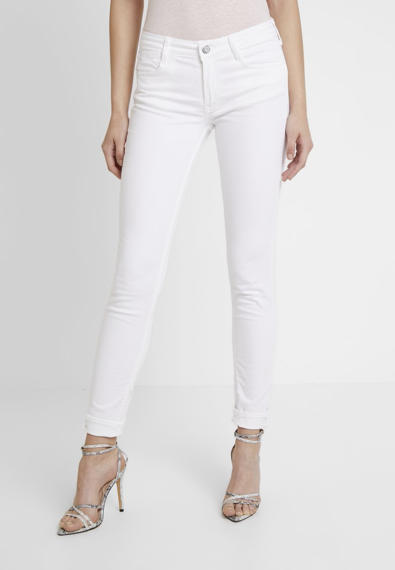Le Temps Des Cerises - BASIC - Slim fit jeans - white