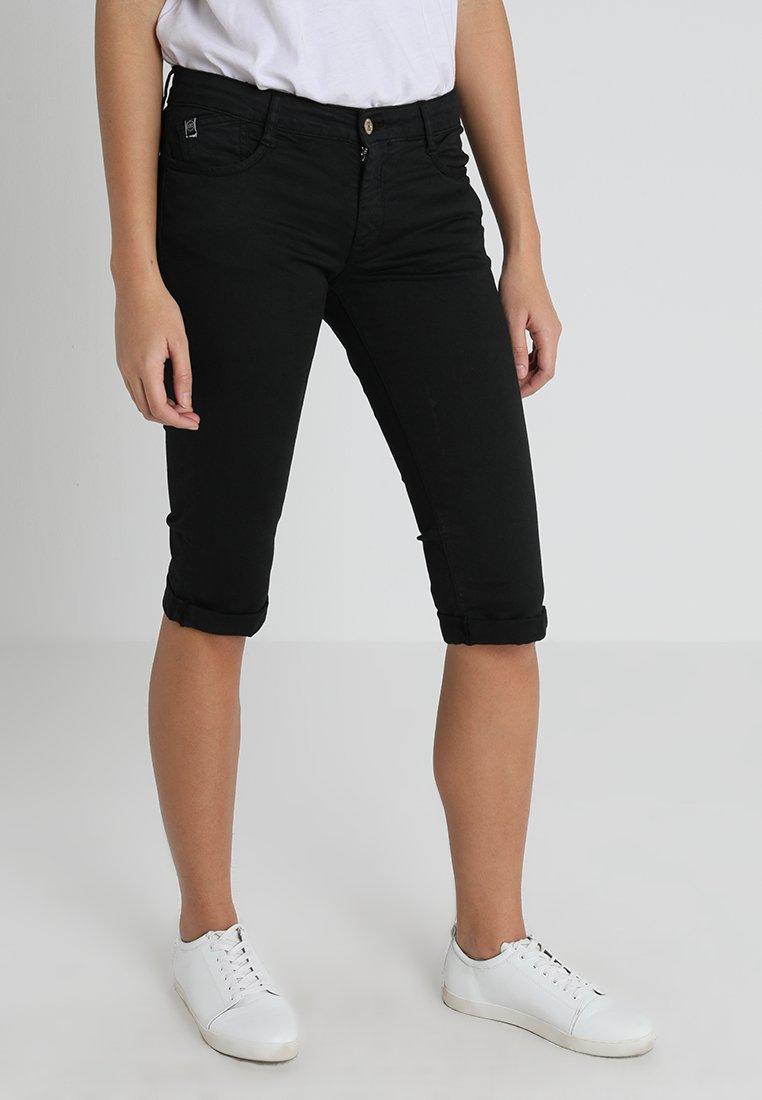 Le Temps Des Cerises - ADVA - Shorts - black