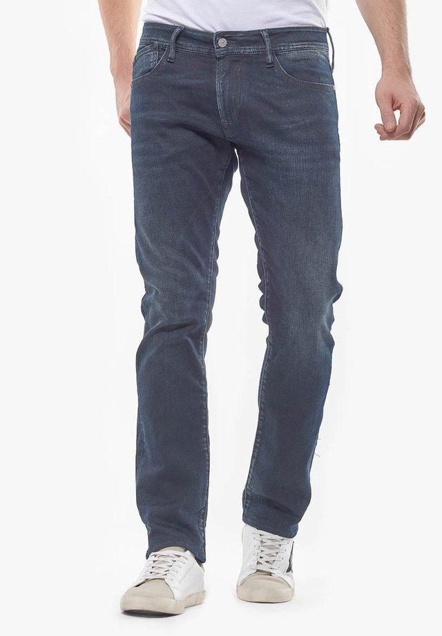 MIT GROSSEN GESÄSSTASCHEN - Jeans Straight Leg - blue/black