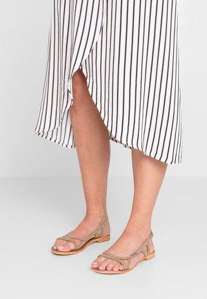 ISATIS - Sandály s odděleným palcem - taupe