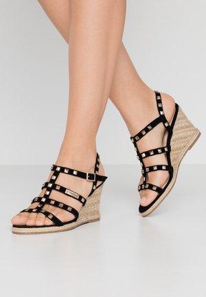 CRISTELA - Sandály na klínu - noir