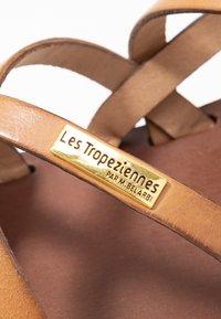 Les Tropéziennes par M Belarbi - HAVA - Sandály s odděleným palcem - miel - 2