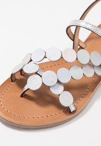 Les Tropéziennes par M Belarbi - HOLO - T-bar sandals - argent - 6