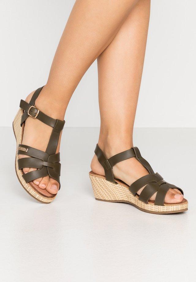 GABRIEL - Sandały na platformie - kaki