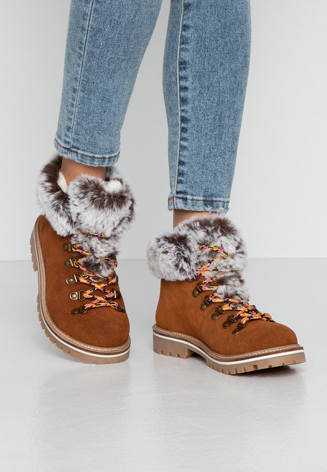 LAVINIA - Ankle Boot - marron