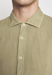 120% Lino - Shirt - olive - 5