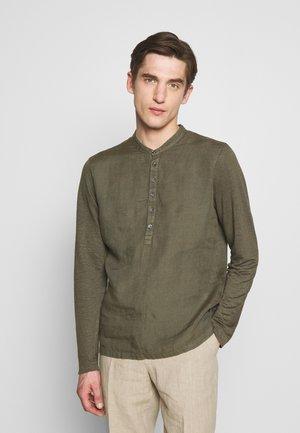 GURU - Shirt - crocodile solid