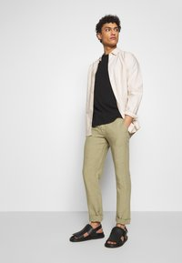 120% Lino - TROUSERS - Trousers - olive - 1