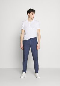 120% Lino - TAILORED TROUSERS - Trousers - dark blue fade - 1