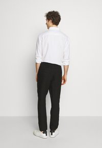 120% Lino - TROUSERS - Trousers - black - 2