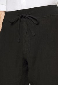 120% Lino - TROUSERS - Trousers - black - 4