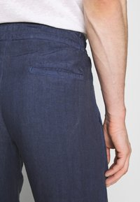 120% Lino - TROUSERS - Trousers - dark blue fade - 4