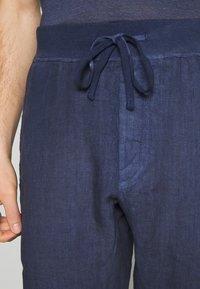 120% Lino - Bukser - dark blue fade - 4