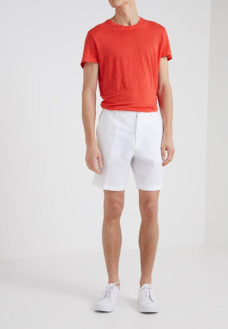 120% Lino - BERMUDA - Shorts - white
