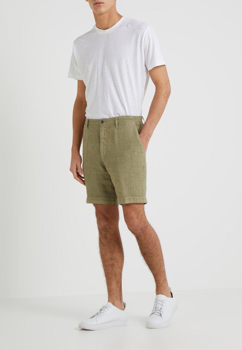 120% Lino - BERMUDA - Shorts - military green