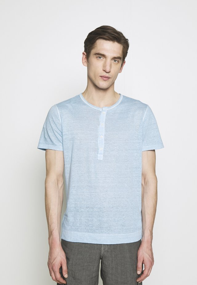 Basic T-shirt - avio blue soft fade
