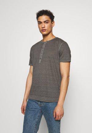 Basic T-shirt - elephant sof fade