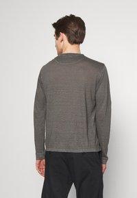 120% Lino - Langærmede T-shirts - elephant sof fade - 2