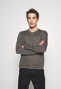 120% Lino - Langærmede T-shirts - elephant sof fade - 0