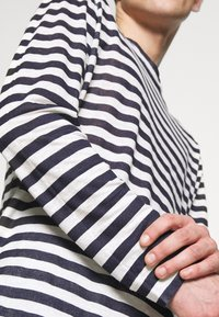 120% Lino - STRIPE - Long sleeved top - white - 5